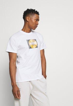 MIX BOX LOGO TEE - T-shirt z nadrukiem - white