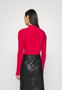 Missguided - HIGH NECK CUT OUT RUCHED WAIST - Long sleeved top - red - 2