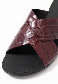 Vagabond - TIA - Mules - dark red - 2