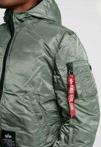 Alpha Industries - HOODED PUFFER - Light jacket - vintage green - 7