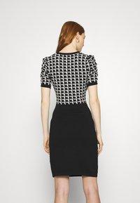 Morgan - Pouzdrové šaty - noir/offwhite - 2