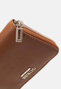 Guess - NAYA SMALL ZIP AROUND - Wallet - cognac - 4