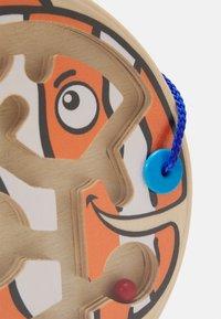 Hape - DICKER FISCH UNISEX - Wooden toy - multicolor - 4
