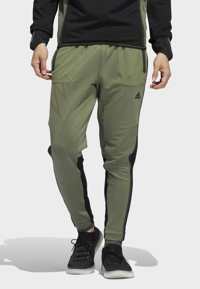 DESIGNED4TRAINING COLD.RDY SPORTS PANTS - Teplákové kalhoty - leggrn