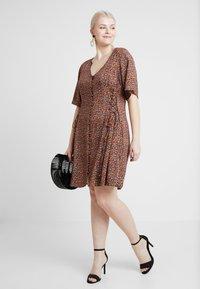 New Look Curves - LILIAN DITSY LATTICE WAIST DRESS - Robe d'été - black - 1