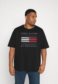Tommy Hilfiger - Print T-shirt - black - 0