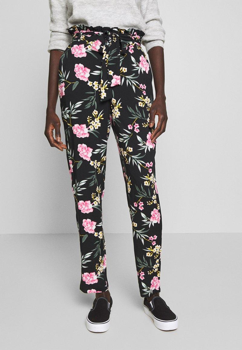 Vero Moda Tall - VMSIMPLY EASY PAPERBAG PANT - Bukse - black/elva