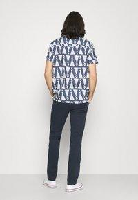 Calvin Klein - SLIM FIT GARMENT DYE BELT - Chinot - blue - 2