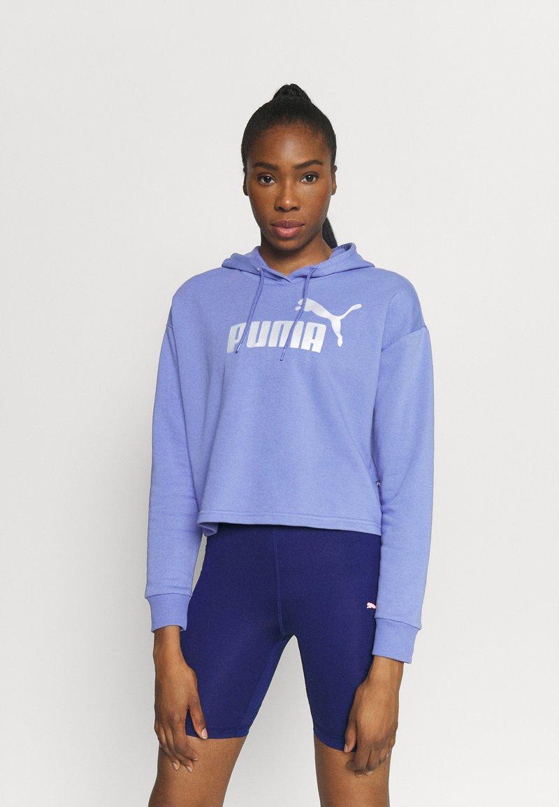 Puma - METALLIC LOGO HOODIE - Jersey con capucha - hazy blue/silver