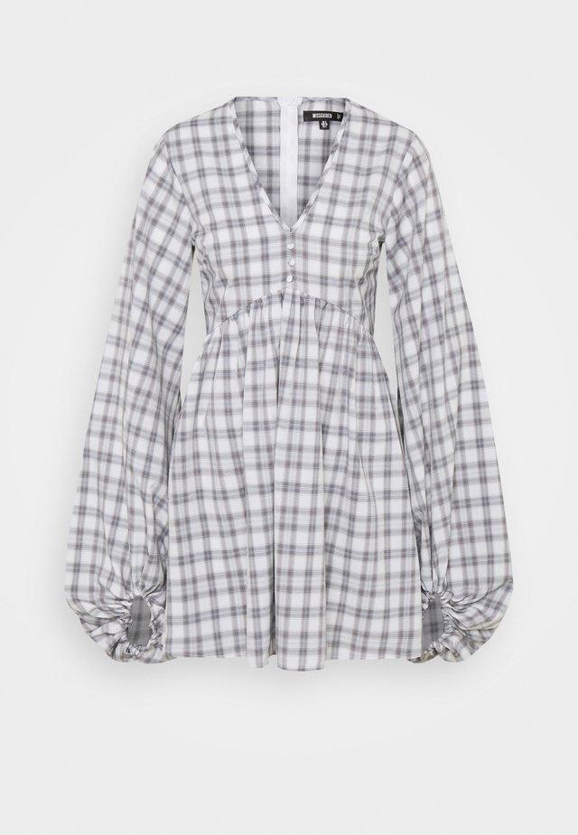 CHECK BALLOON SLEEVE SMOCK DRESS - Shirt dress - white