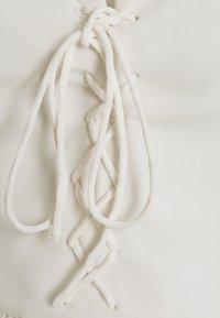 NA-KD - DETAIL CROPPED - Blusa - white - 2