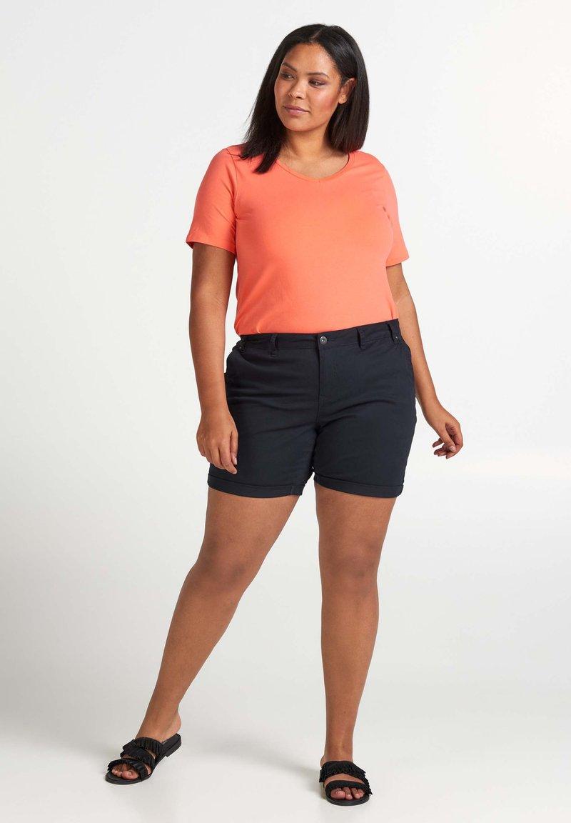 Zizzi - MIT TASCHEN - Shorts - black