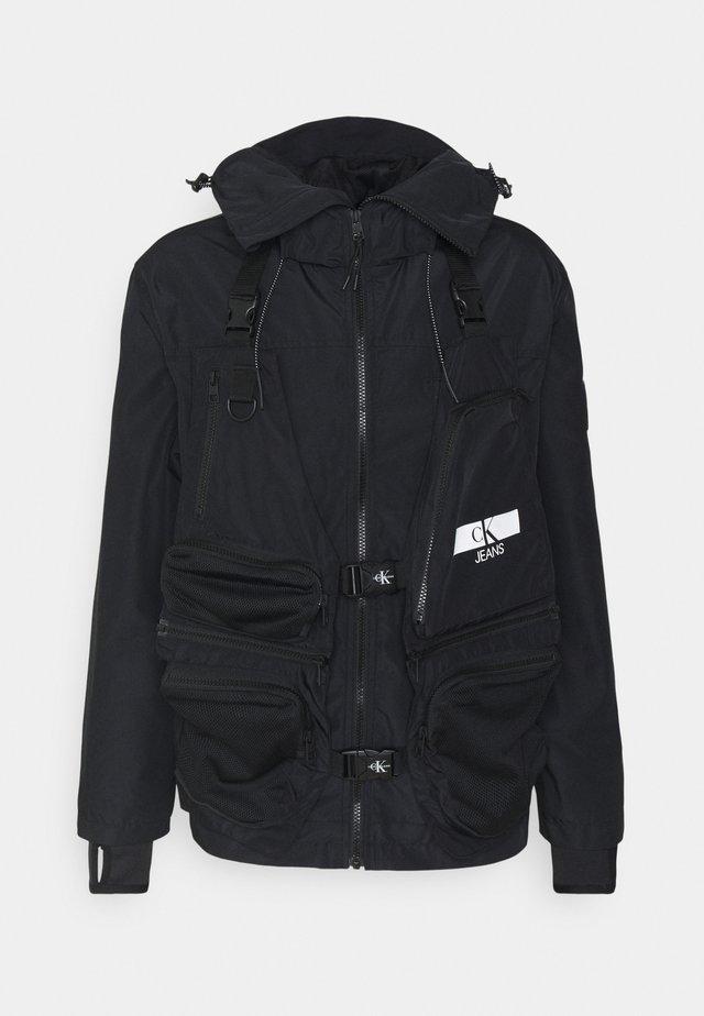 TECHNICAL 2 IN 1 UTILITY JACKET - Waistcoat - black