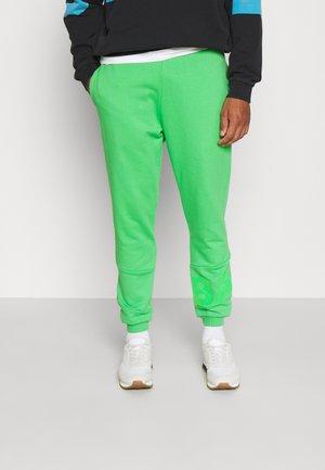 PANTS - Joggebukse - bright green