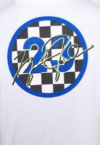 Jordan - CREW - Print T-shirt - white - 3
