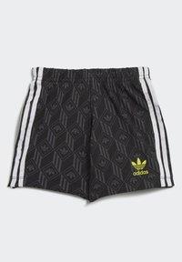 adidas Originals - SHORTS AND TEE SET - Shorts - white - 5