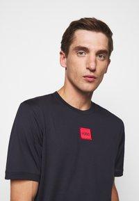 HUGO - DIRAGOLINO - T-shirts basic - dark blue - 3