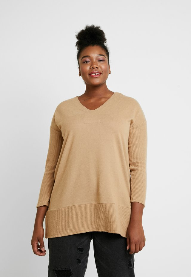 LONG V NECK COZY TUNIC - Sweter - latte