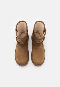 UGG - KINZEY - Cowboy/biker ankle boot - walnut - 3