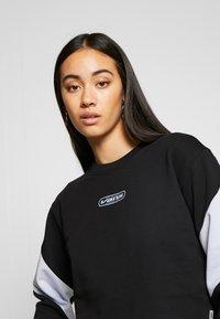 Vans - BLADEZ CROP CREW - Sweatshirt - black - 4