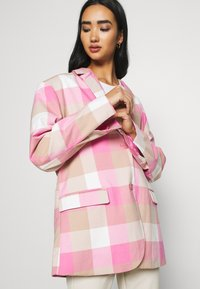 Monki - GRACE - Blazer - pink - 4