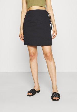 OVERLAP MINI SKIRT - Wrap skirt - black
