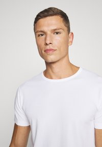 Lyle & Scott - MAXWELL 3 PACK - Pyjama top - bright white/grey marl/black - 6