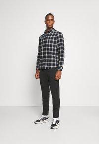 Selected Homme - SLHSLIMTAPE JIM STRING FLEX - Trousers - black - 1