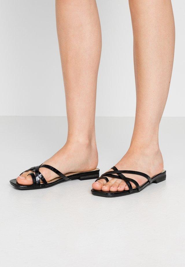 LILLYY - Sandály s odděleným palcem - black