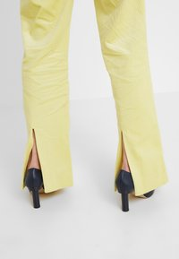 Hofmann Copenhagen - ELISA - Trousers - lemon grass - 3