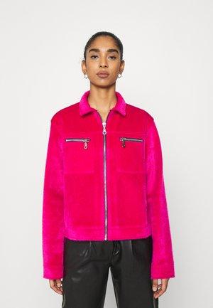 TRICK JACKET - Lehká bunda - pink
