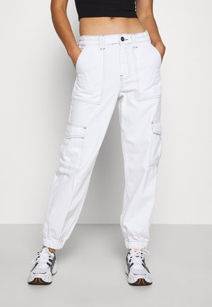 CONTRAST STITCH CUFFED SKATE  - Relaxed fit jeans - white