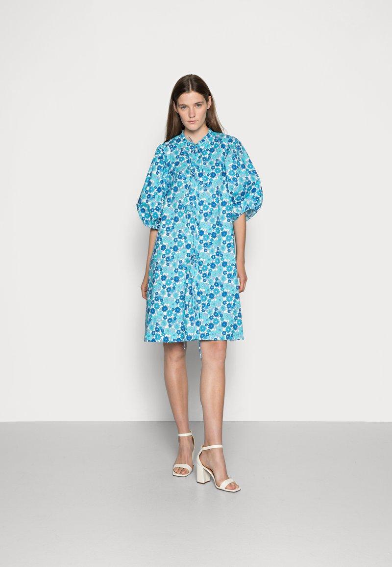 Résumé - FARAH DRESS - Denní šaty - light blue