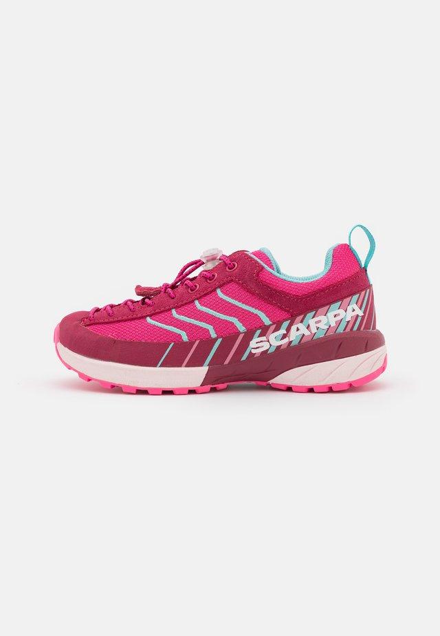 MESCALITO FRESH KID UNISEX - Trekingové boty - fuxia/pink
