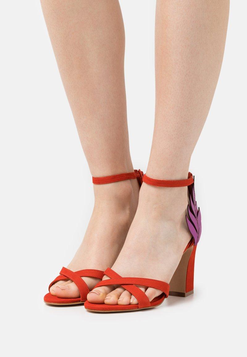 Cosmoparis - ZOE - Sandals - orange/fuchsia