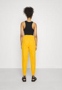 Nike Sportswear - PANT  - Pantalon de survêtement - university gold - 2