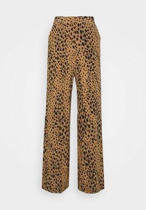 FLORA - Pantaloni - lark leopard
