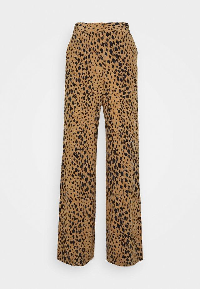 FLORA - Spodnie materiałowe - lark leopard