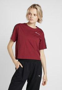 Champion - CREWNECK CROP - Print T-shirt - red - 0