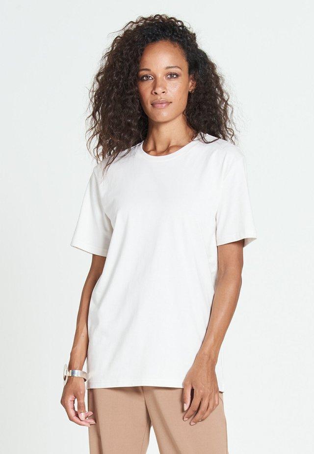 NEW STANDARD - Basic T-shirt - offwhite
