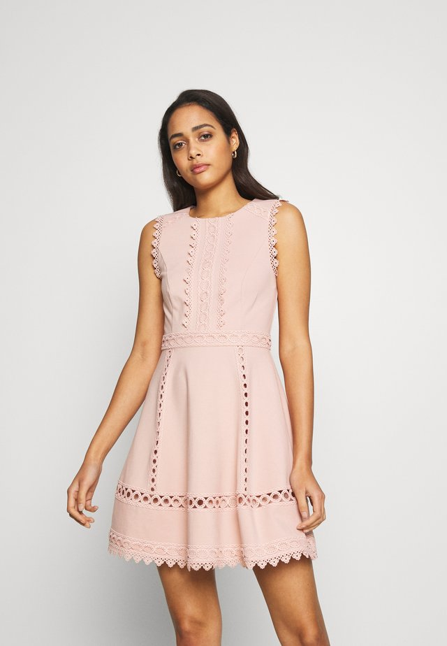 MARLA TRIM DRESS - Žerzejové šaty - blush