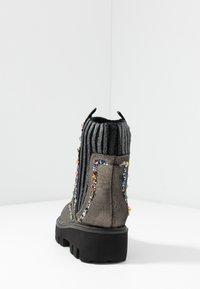 Alma en Pena - Platform ankle boots - pewter - 5
