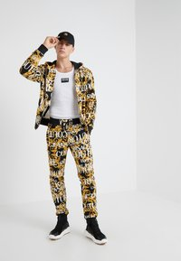 Versace Jeans Couture - PANTALONE - Träningsbyxor - nero - 1