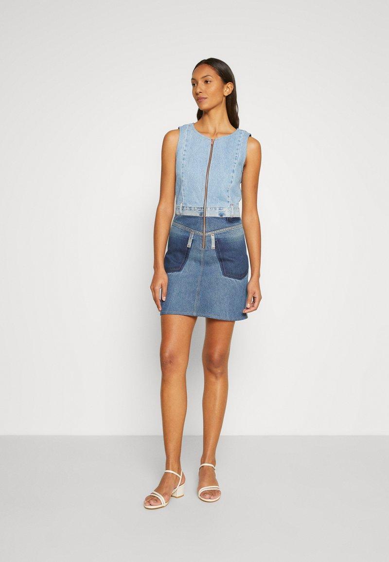 Desigual - Denimové šaty - blue