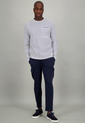 Long sleeved top - thin stripe