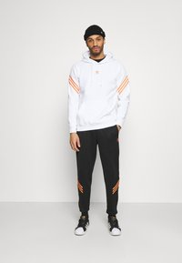 adidas Originals - SWAROVSKI HOODIE UNISEX - Hoodie - white/trace orange - 1