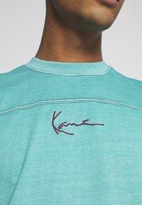 Karl Kani - SMALL SIGNATURE WASHED TEE UNISEX  - Print T-shirt - turquoise - 5