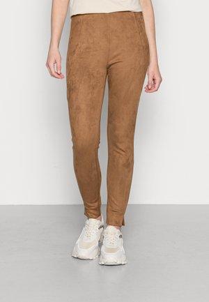 VIGHITA - Kalhoty - oak brown