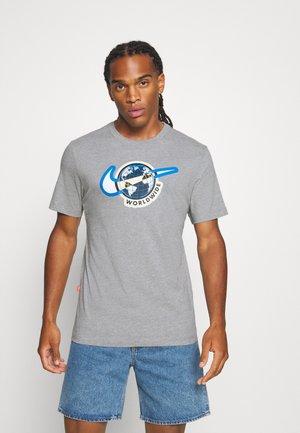 TEE WORLDWIDE - Camiseta estampada - dark grey heather