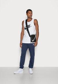 Nike Sportswear - TANK ICON FUTURA - Top - white/black - 1